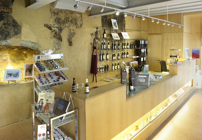 restaurant boutique mus e du vinmus e du vin. Black Bedroom Furniture Sets. Home Design Ideas
